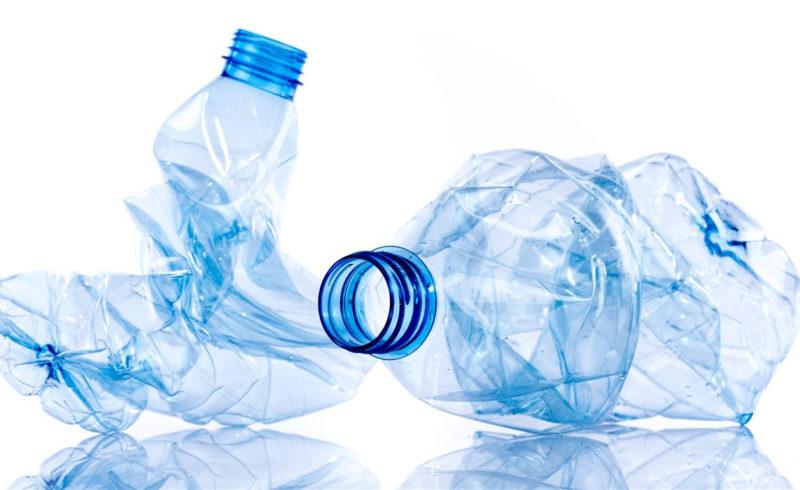 Finalmente plastica interamente riciclata per le bottiglie